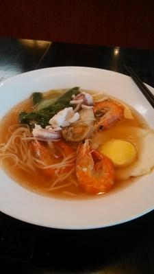 sea food noodle, airport